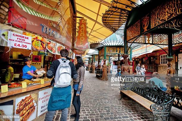 フードコートアットカムデンタウン、ロンドン - カムデンロック ストックフォトと画像