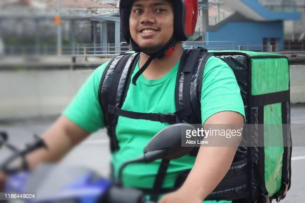 entrega de alimentos: malásia - motocicleta - fotografias e filmes do acervo