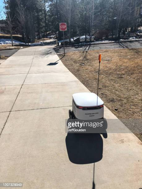 food delivery robot on campus - jeff goulden stock pictures, royalty-free photos & images