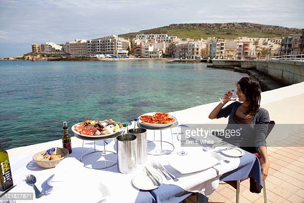 food, kartell restaurant, marsallforn, gozo, malta - %e... ストックフォトと画像