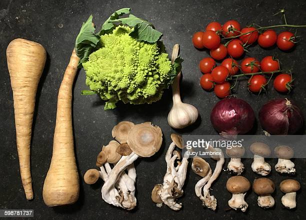 food knolling - shimeji mushroom stock pictures, royalty-free photos & images