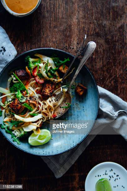 food on plate - thai food stock pictures, royalty-free photos & images