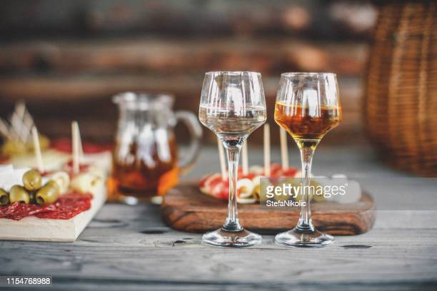 food set - bourbon whiskey stock pictures, royalty-free photos & images