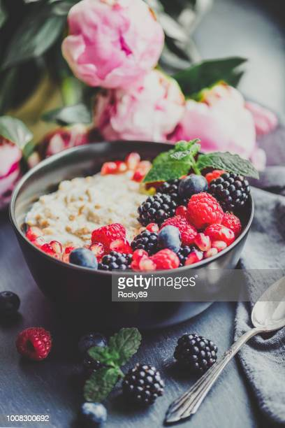 food trend – overnight oats - raw food diet stock pictures, royalty-free photos & images