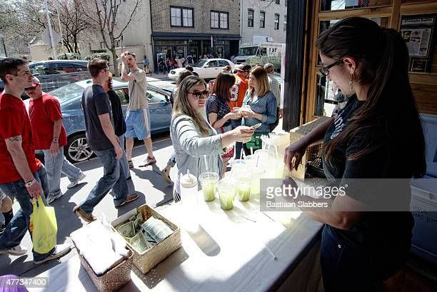 food truck festival on manayunk' main street in philadelphia, pa - basslabbers, bastiaan slabbers stock pictures, royalty-free photos & images