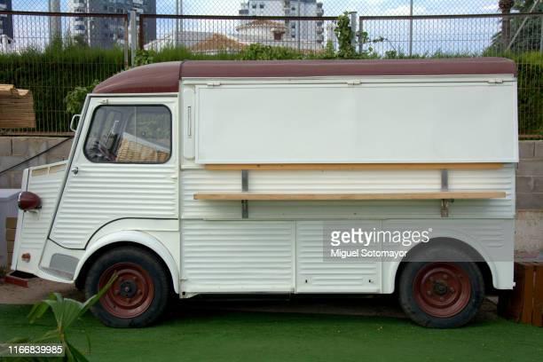 food truck festival - food truck photos et images de collection