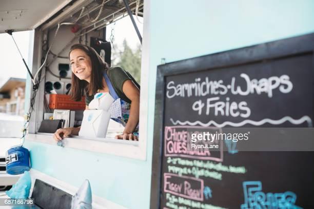 Food Truck eigenaar lachend