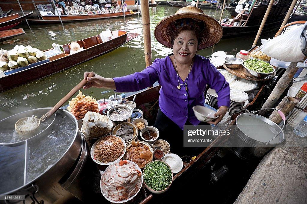 Food vendor at Damnoen Saduak Floating Market, Thailand. : Stock Photo