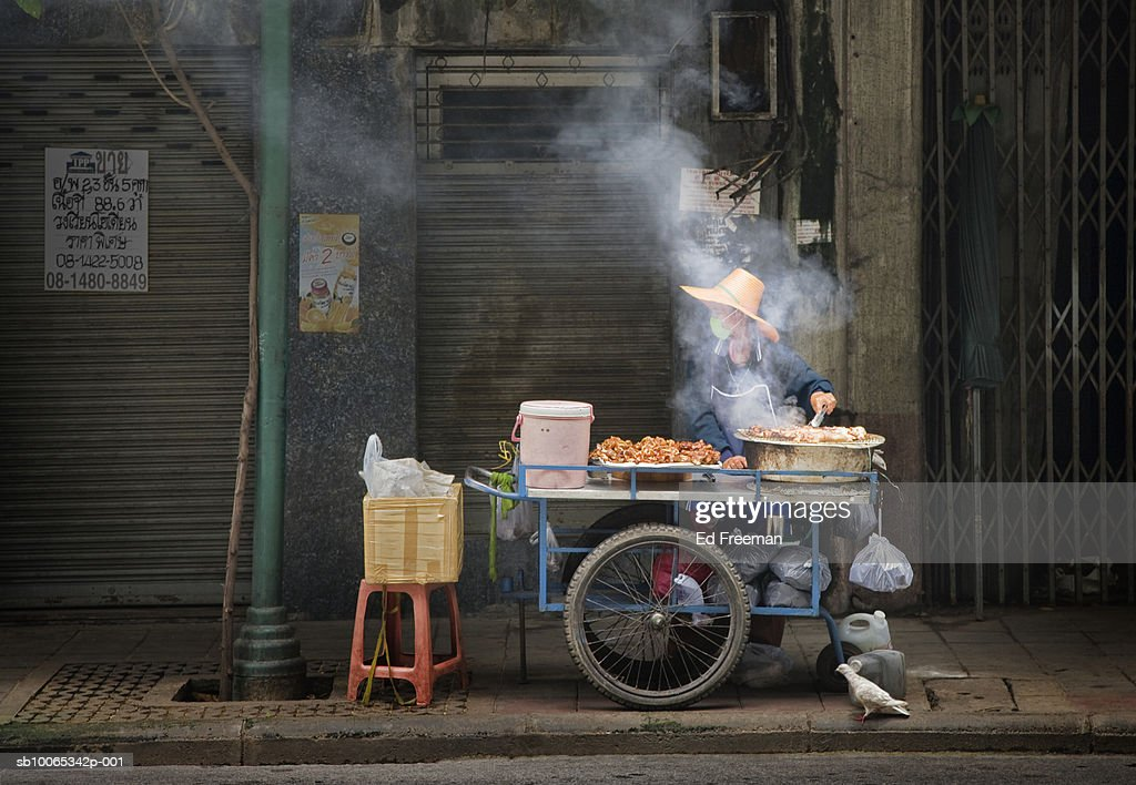 Food vendor on street : Foto stock