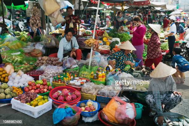 food vendors at street market - golf von thailand stock-fotos und bilder