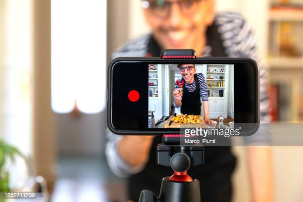 food vlogger recording live streaming - influencer stock pictures, royalty-free photos & images