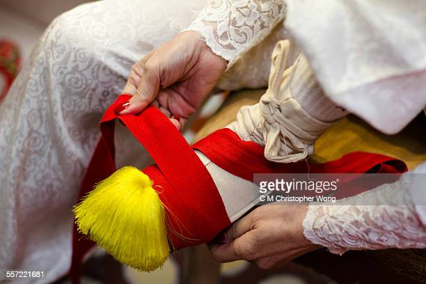 foot binding - foot binding stock pictures, royalty-free photos & images