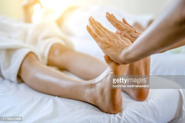 foot massage in spa salon - reflexology stock pictures, royalty-free photos & images