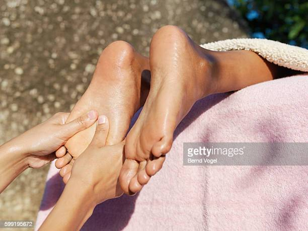 foot massage - black pedicure fotografías e imágenes de stock
