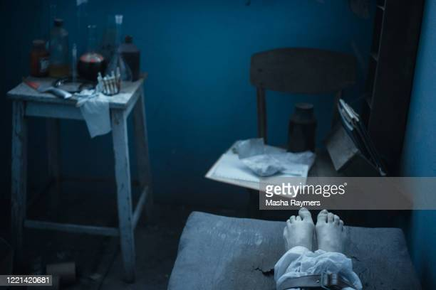 foot of a dead body on medical bed - autopsy stock pictures, royalty-free photos & images