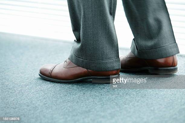 foot of the businessman,shoes of the businessman - レザー・シューズ ストックフォトと画像