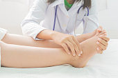 Foot swelling in pregnant women and doctor on bed