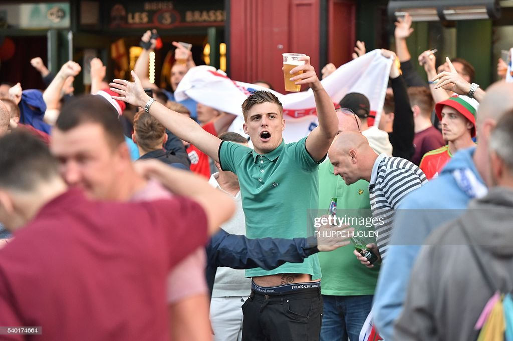 Footbal fans drink beer at the terrace of a bar in Lille, northern France, on June 14, 2016. The bars in downtown Lille will be closed 'at midnight' on June 15 and 16, on the sidelines of the Euro 2016 football tournament matches Russia vs Slovakia in Lille and England vs Wales in Lens, has announced on June 14, 2016 the Prefect of the Nord region, Michel Laland. / AFP / PHILIPPE