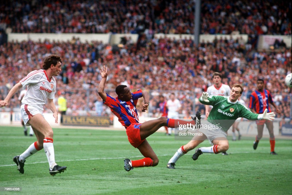 Football, 12th May, 1990, FA Cup Final, Wembley Stadium, London, Manchester United 3 v Crystal Palace 3, Crystal Palace's Ian Wright scores his side's third goal : News Photo