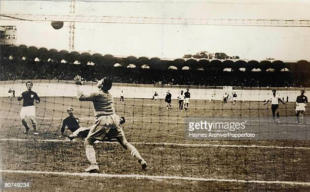 Football 14th June 1938 World Cup Finals Bordeaux France Playoff Game Brazil 2 v Czechoslovakia 1 The Czechoslovakian goalkeeper Burkert parries the...