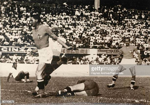 Football 16th June 1938 World Cup Finals Marseille France SemiFinal Italy 2 v Brazil 1 Italy's Voici Piola jumps over Brazil's goalie Valter during...