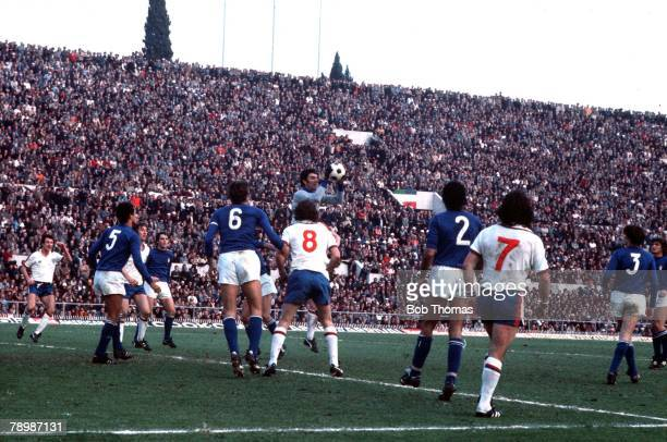 Football 17th November 1976 World Cup Qualifier Olympic Stadium Rome Italy 2 v England 0 Dino Zoff catches the ball for Italy
