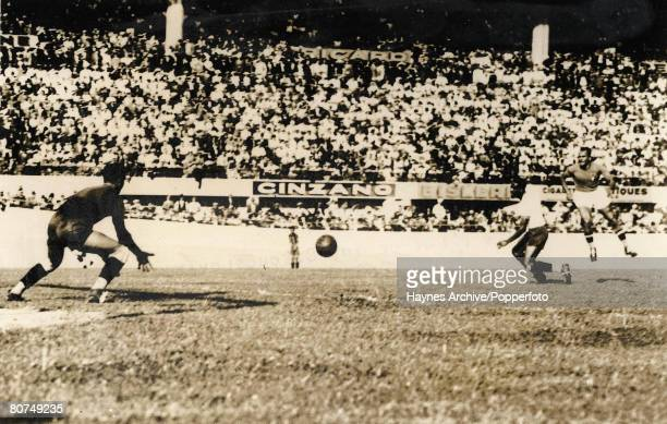 Football 18th June 1938 World Cup Finals Marseilles France SemiFinal Italy 2 v Brazil 1 The Brazilian goalkeeper Valter saves from an Italian shot at...