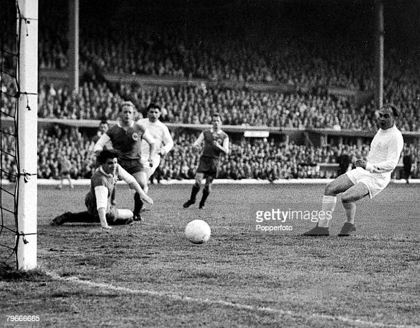 Football 18th May 1960 Hampden Park Glasgow Scotland European Cup Final Real Madrid 7 v Eintracht Frankfurt 3 Real Madrid CentreForward Alfredo Di...