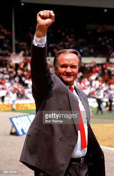Football 18th May 1985 FA Cup Final Wembley Stadium London Manchester United 1 v Everton 0 United Manager Ron Atkinson celebrates at the end of the...