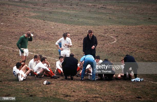 Football 1970 FA Cup Final Wembley 11th April Chelsea 2 v Leeds United 2 Manager Don Revie speaks to his Leeds players as they wait for extra time to...