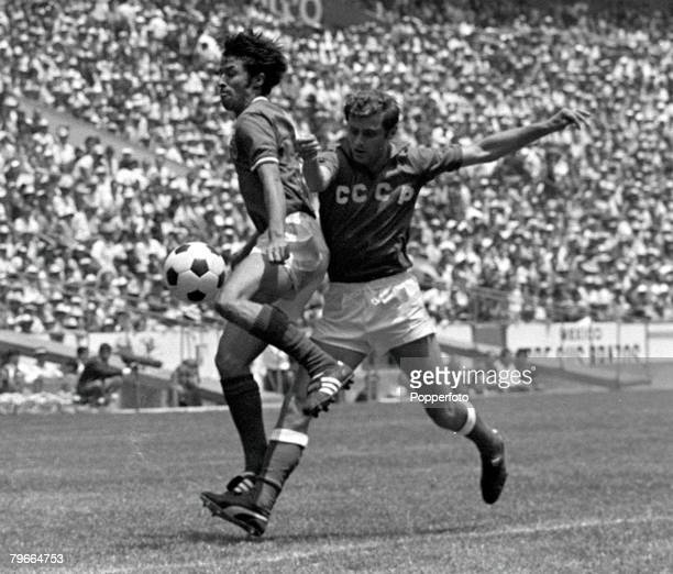 Football 1970 World Cup Finals Azteca Stadium Mexico 31st May 1970 Mexico 0 v USSR 0 Mexicos Mario Perez battles for the ball with Russias Anatoli...