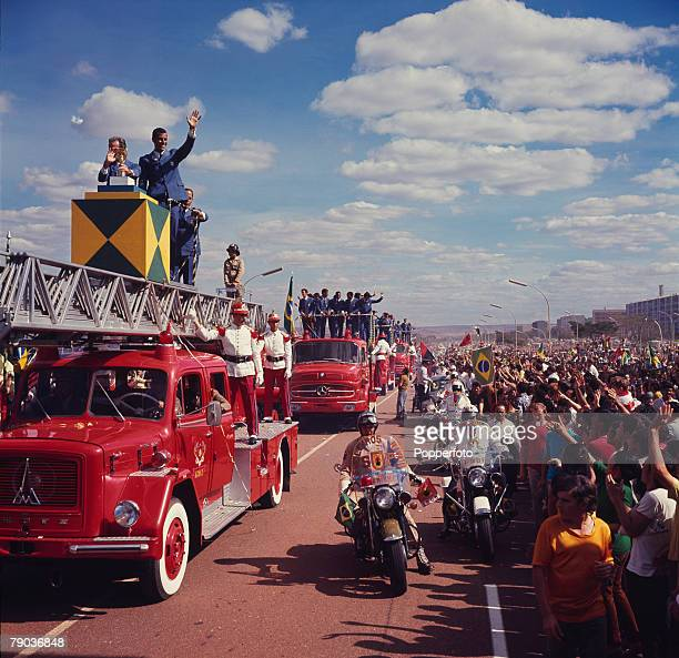 Football, 1970 World Cup Finals, Mexico, The victorious Brazilian team parade the Jules Rimet trophy to jubilant fans on their return home to capital...