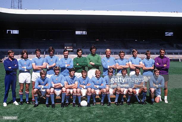 Football 1970's Manchester City pose for a team group during the 1971/72 season