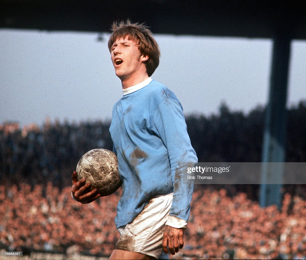 Football. 1970's. Manchester City+s Colin Bell protesting a decision as he holds the ball in his hand. : News Photo