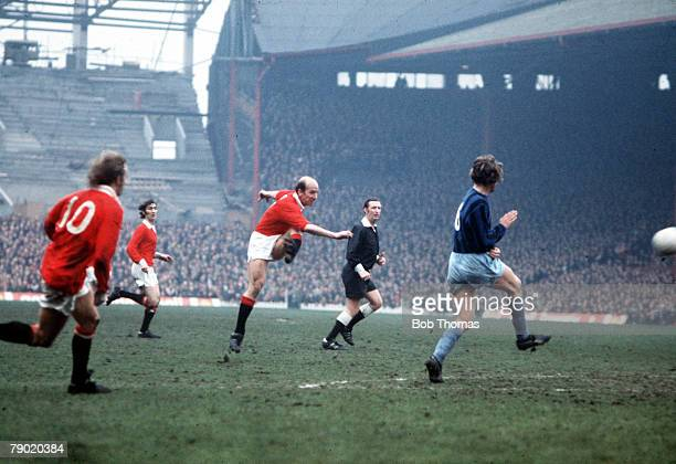 Football, 1970's, Manchester United's Bobby Charlton shooting from a direct free kick