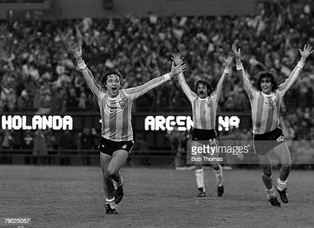 Football 1978 World Cup Final Buenos Aires Argentina 25th June Argentina 3 v Holland 1 Argentine players celebrate their third goal scored by Daniel...