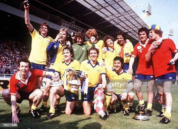 Football, 1979 FA Cup Final, Wembley, Arsenal 3 v Manchester United 2, 12th May The Arsenal team group celebrate with the trophy after the match