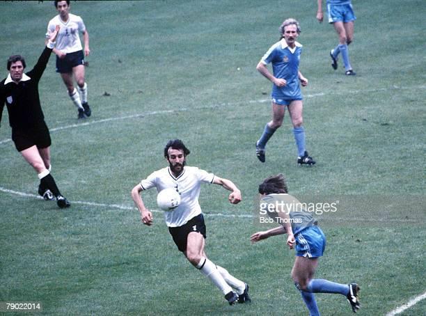 Football 1981 FA Cup Final Wembley 9th May Tottenham Hotspur 1 v Manchester City 1 Tottenham Hotspur's Ricardo Villa chases the ball