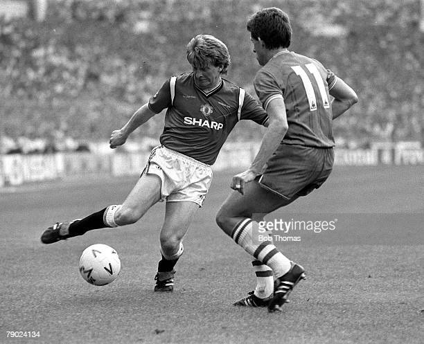 Football 1985 FA Cup Final Wembley England 18th May 1985 Everton 0 v Manchester United 1 Manchester United's Gordon Strachan is challenged for the...