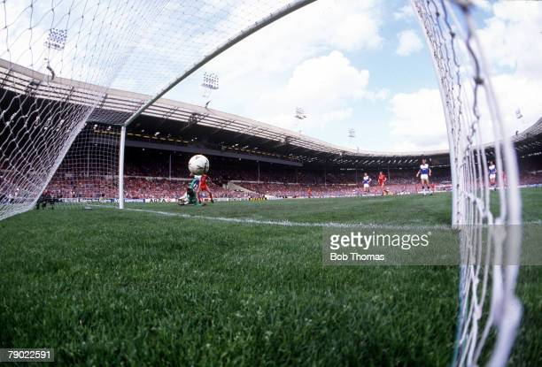 Football 1986 FA Cup Final Wembley 10th May Liverpool 3 v Everton 1 Liverpool's Ian Rush scores his side's second goal into an empty net