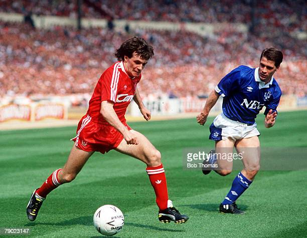 Football, 1989 FA Cup Final, Wembley, 20th May Liverpool 3 v Everton 2 Everton's Tony Cottee moves in to challenge Liverpool's Ray Houghton for the...