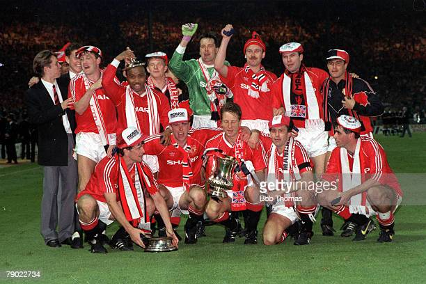Football 1990 FA Cup Final Replay Wembley 17th May Manchester United 1 v Crystal Palace 0 The victorious Manchester United team celebrate with the...