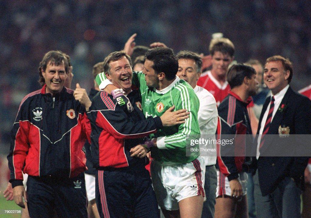 Football. 1990 FA Cup Final Replay. Wembley. 17th May, 1990. Manchester United 1 v Crystal Palace 0. : News Photo