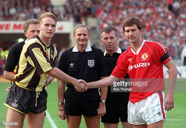Football 1990 FA Cup Final Replay Wembley 17th May Manchester United 1 v Crystal Palace 0 United captain Bryan Robson shakes hands with Palace...