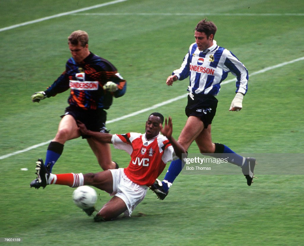 Football. 1993 FA Cup Final. Wembley. 15th May, 1993. Arsenal 1 v Sheffield Wednesday 1. Sheffield Wednesday's goalkeeper Chris Woods and defender Paul Warhurst under pressure from Arsenal's Ian Wright. : News Photo