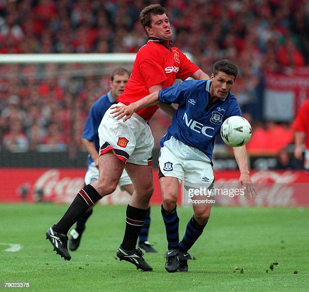 Football 1995 FA Cup Final Wembley 20th May Everton 1 v Manchester United 0 Everton's Paul Rideout is challenged for the ball by Manchester United...