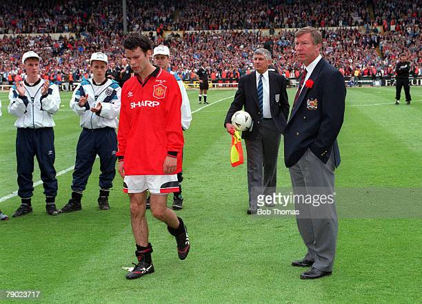 Football 1995 FA Cup Final Wembley 20th May Everton 1 v Manchester United 0 Manchester United's Ryan Giggs walks dejectedly off the Wembley pitch...