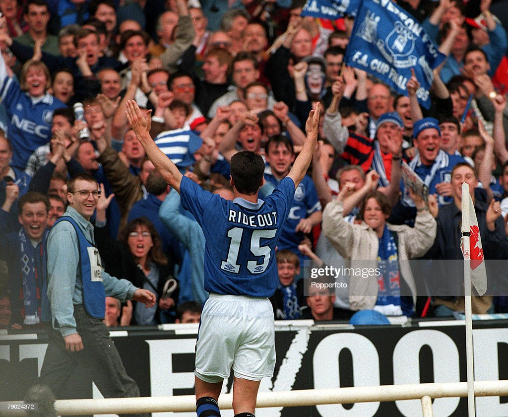 Football. 1995 FA Cup Final. Wembley. 20th May, 1995. Everton 1 v Manchester United 0. Everton's Paul Rideout celebrates with a crowd of Everton fans after scoring the game's only goal. : News Photo