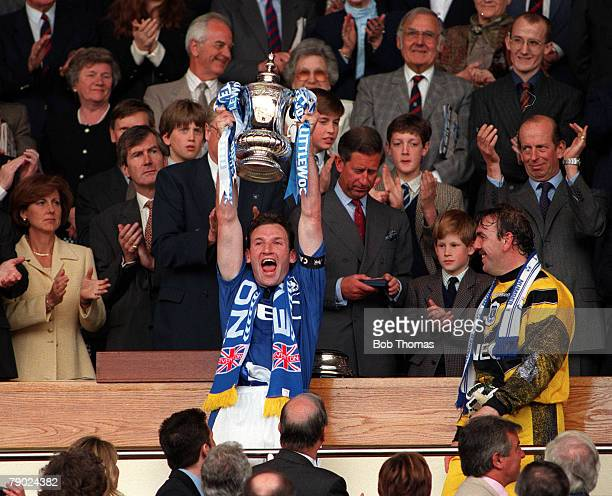 Football 1995 FA Cup Final Wembley 20th May Everton 1 v Manchester United 0 Everton captain Dave Watson proudly holds aloft the trophy after the...