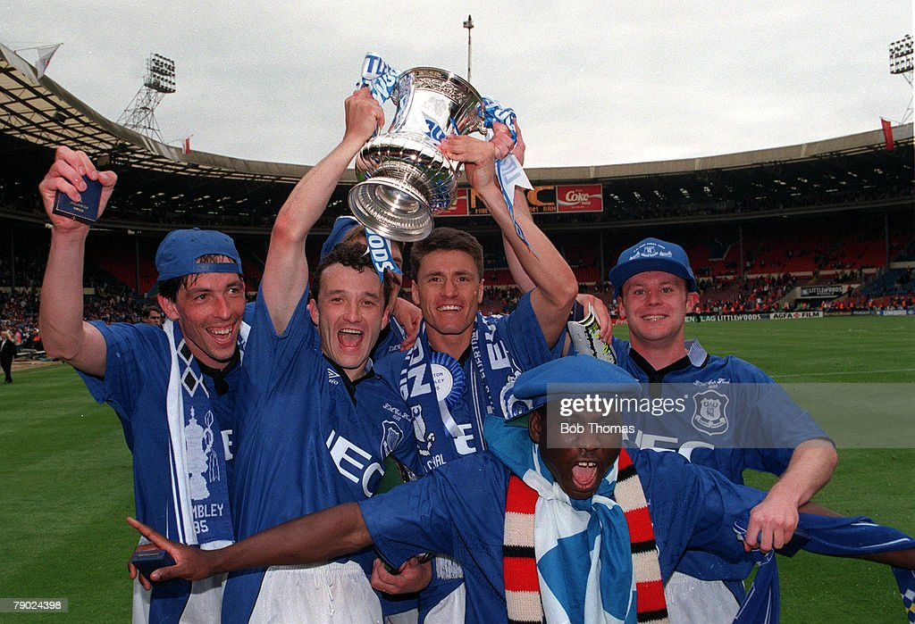Football. 1995 FA Cup Final. Wembley. 20th May, 1995. Everton 1 v Manchester United 0. Victorious Everton players L-R: Gary Ablett, Barry Horne, Paul Rideout, Daniel Amokachi and Graham Stuart are jubilant as they hold aloft the trophy. : News Photo